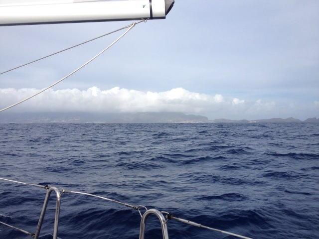 Nach 4 Tagen Wasser, See und noch mal Wasser taucht Madeira am Horizont auf.