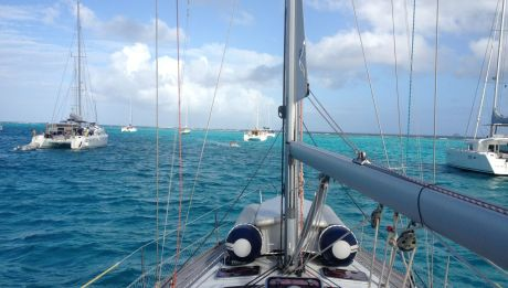 Ausblick auf das Riff und das kristallklare türkise Wasser.