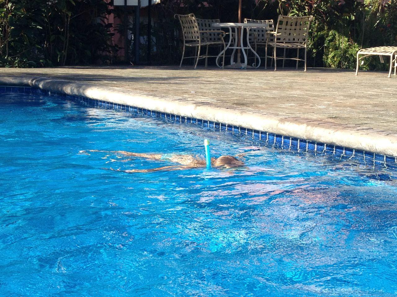 Paula schnorchelt im Pool der Marina in Chaguaramas  Trinidad