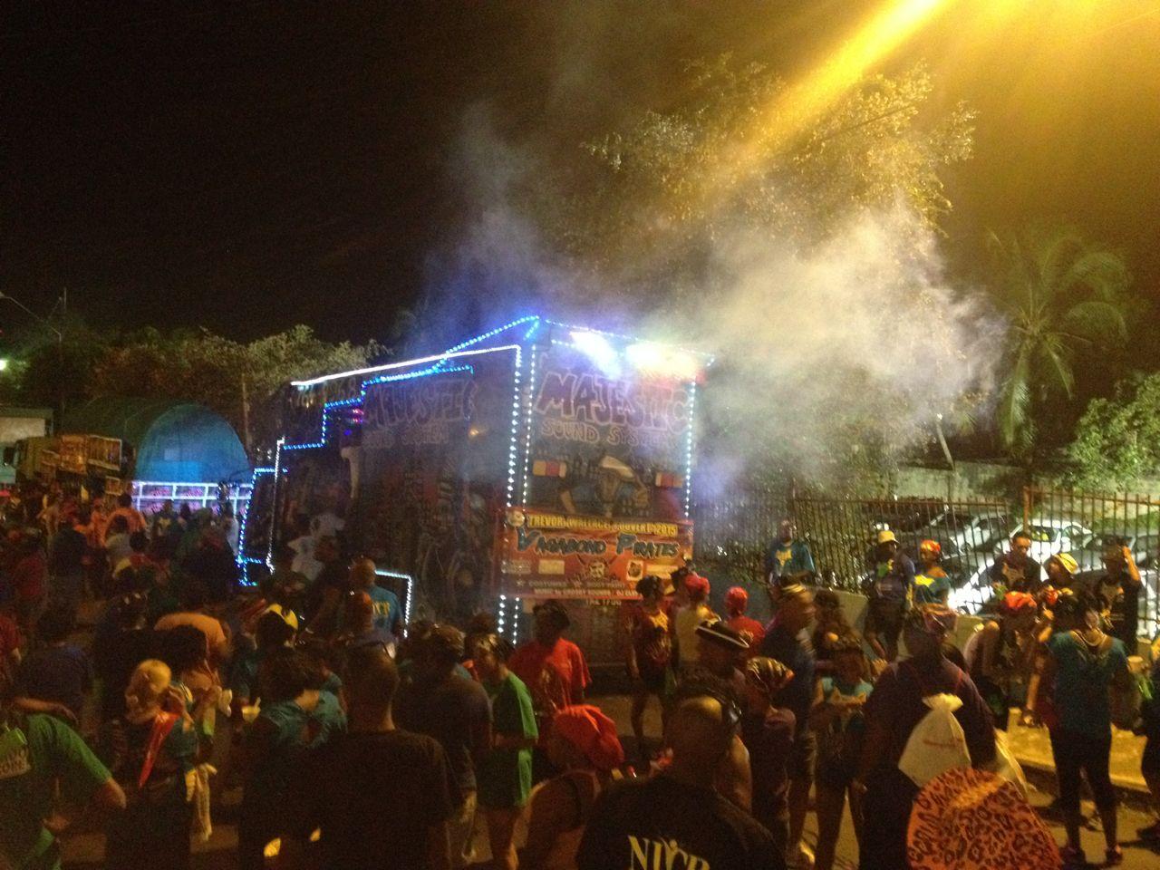 Dirty Maas oder j'ouvert auf unserer Auszeit mit Kindern in Trinidad