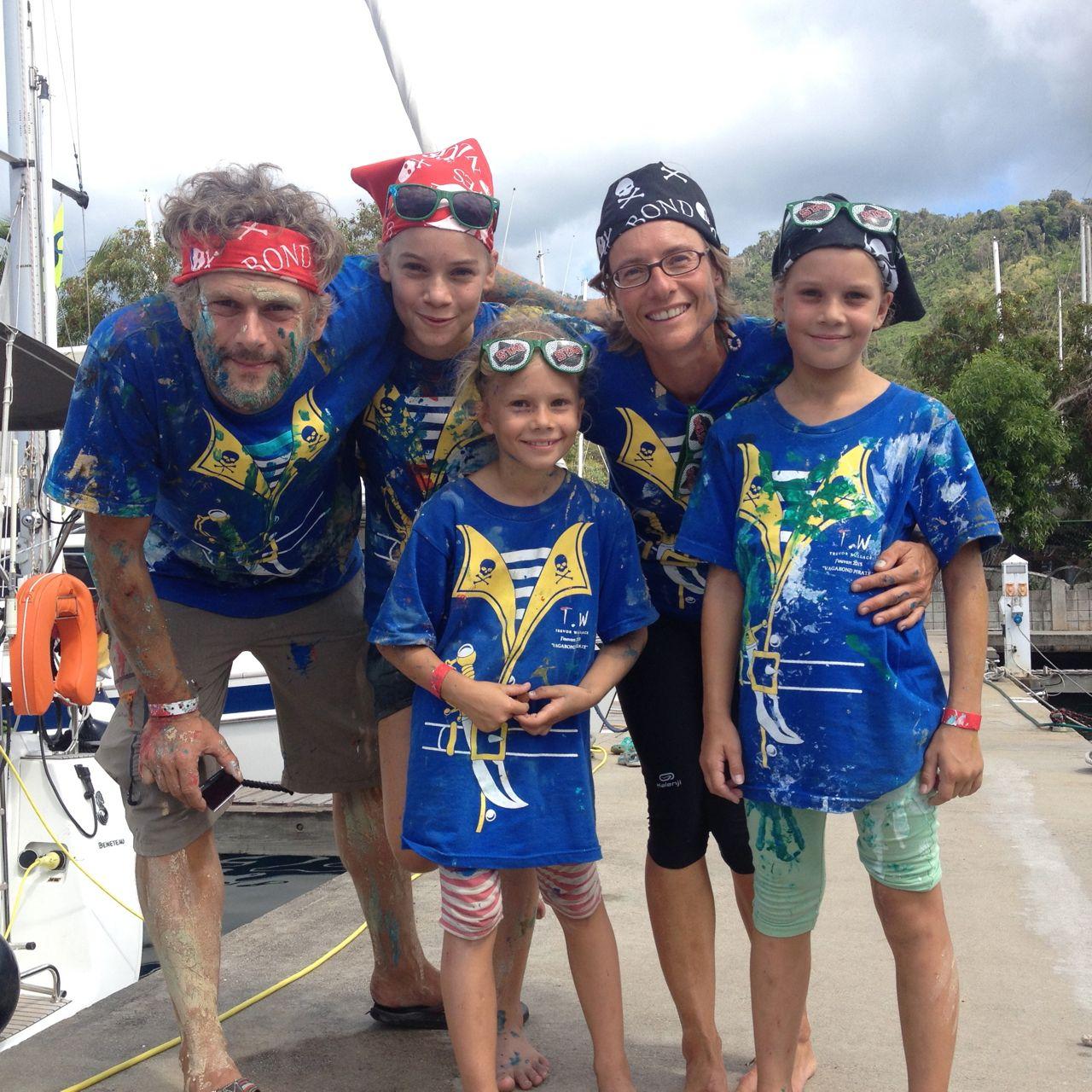 Die Crew der hapa na sasa zurück am Schiff nach dem Karneval in Trinidad