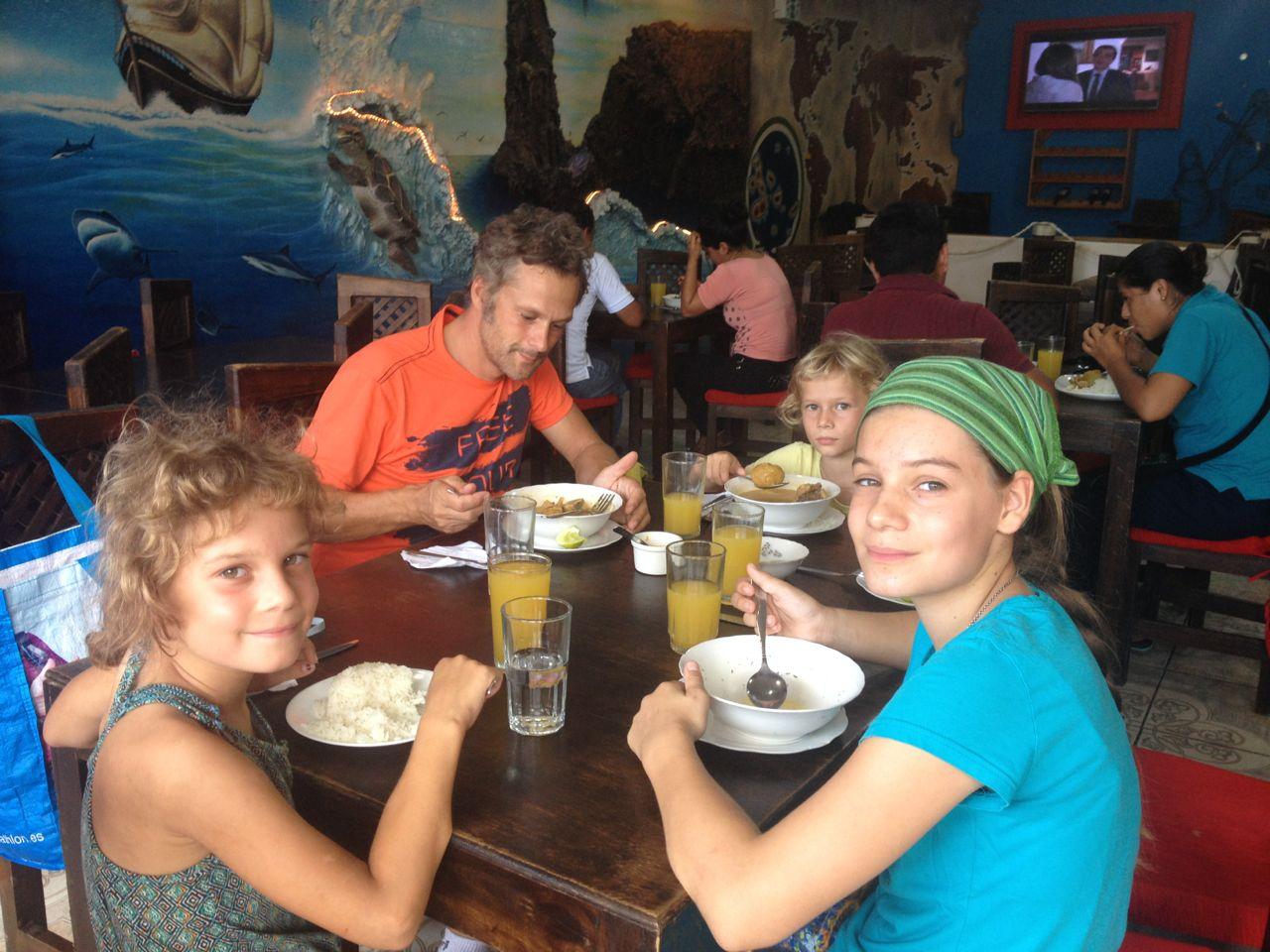 Ein Süppchen zum Mittagessen auf Santa Cruz Galapagos