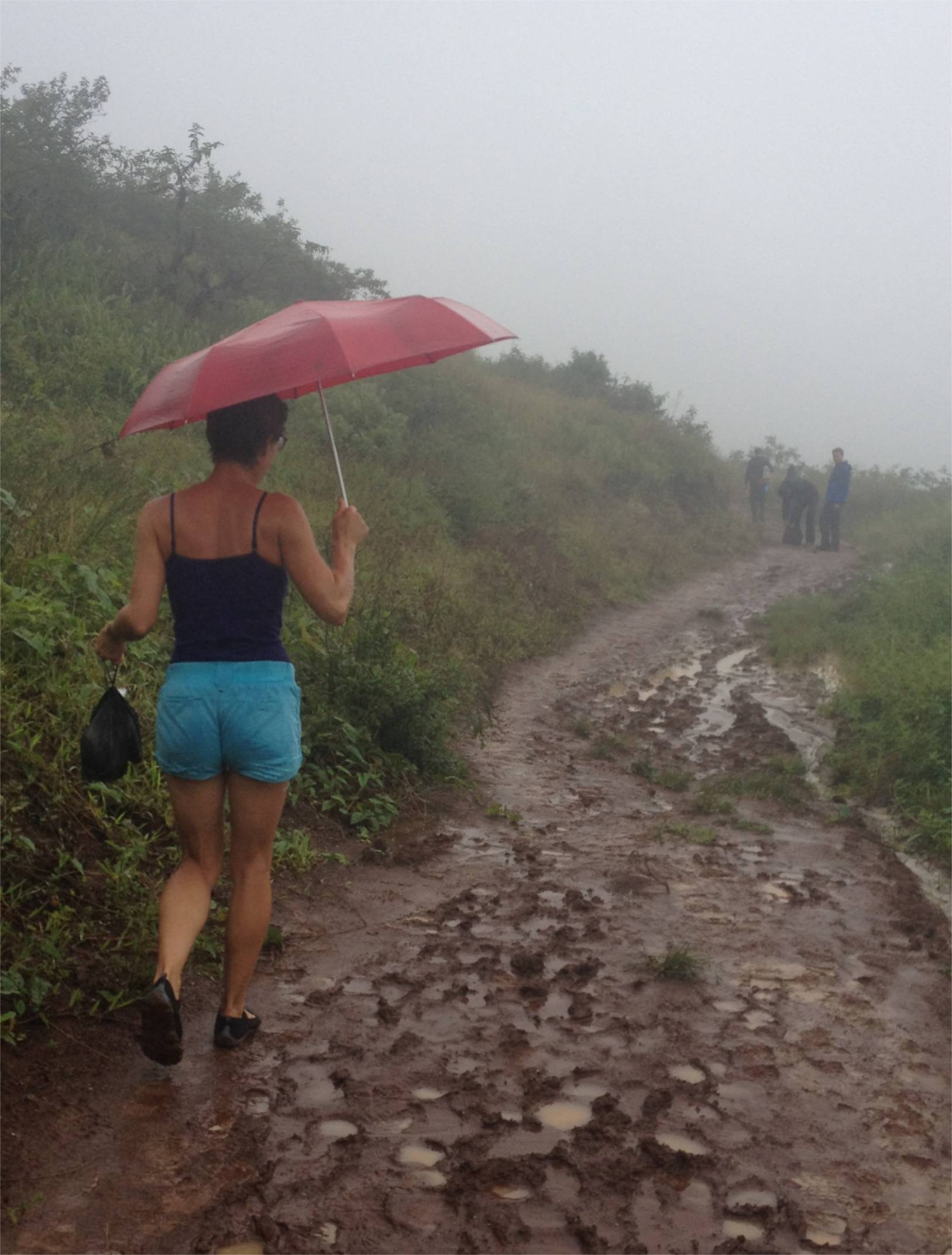 Durch den Regen und Matsch zum Vulkan Sierra Negra