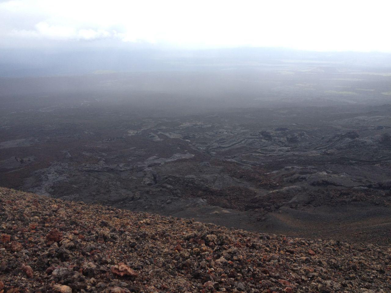 Blick auf das riesige Lavafeld auf Isabela in Galapagos