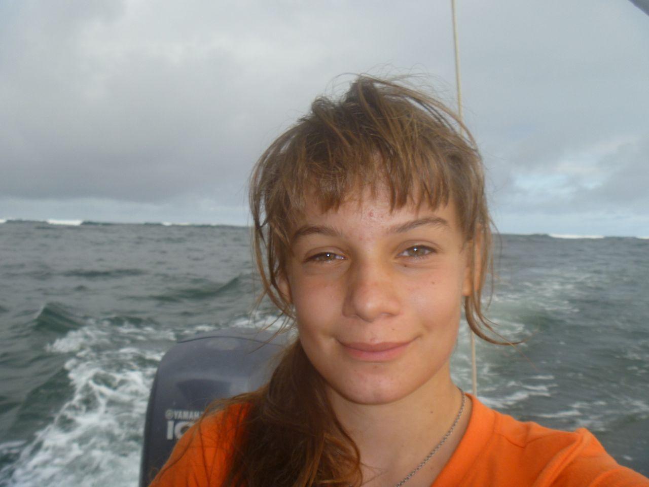 Franka beim Ausflug zu den Lavatunneln auf Isabela