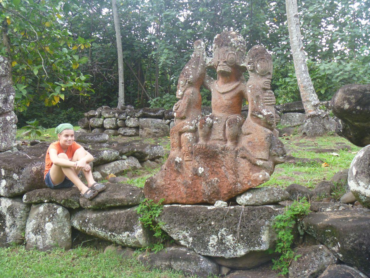 Tiki auf Nuku Hiva mit Franka von der hapa na sasa
