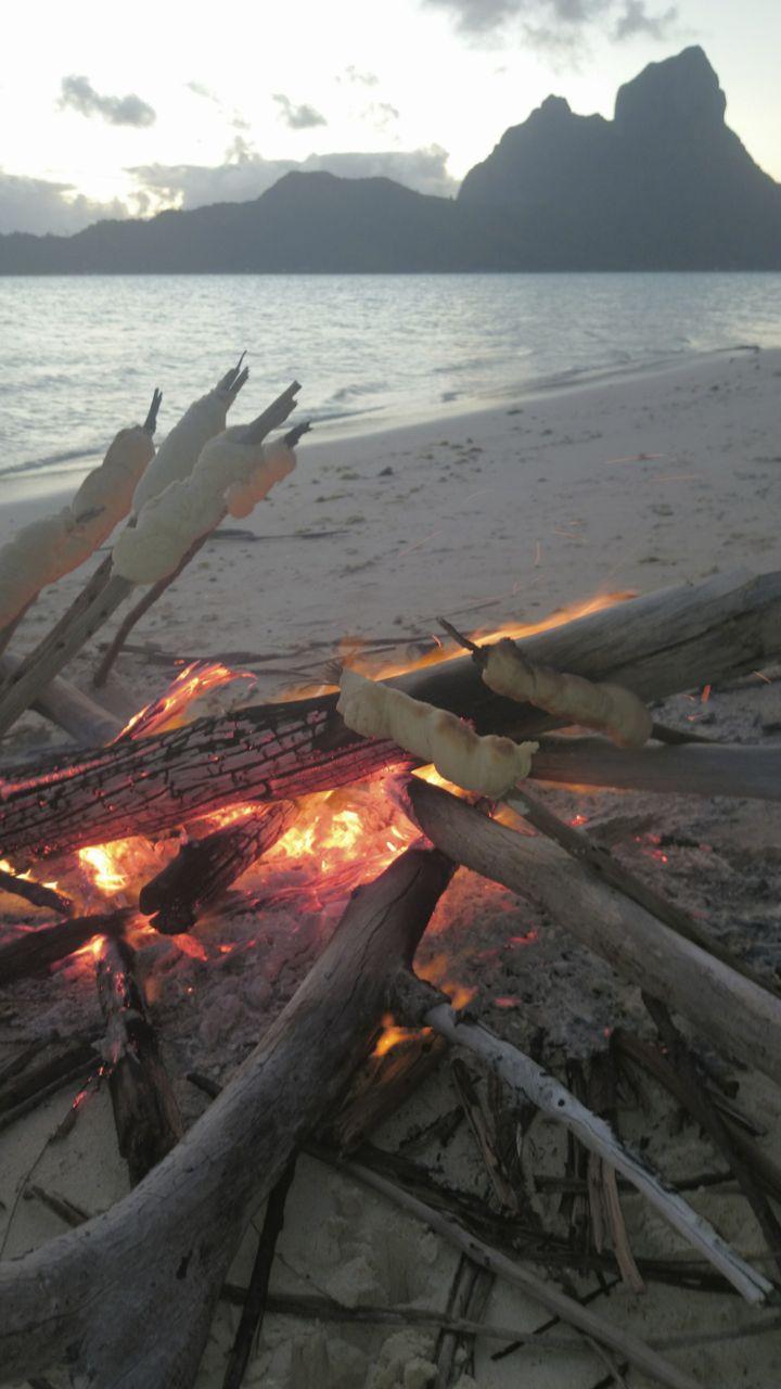 Stockbrot für die Crew der hapa na sasa auf Bora Bora
