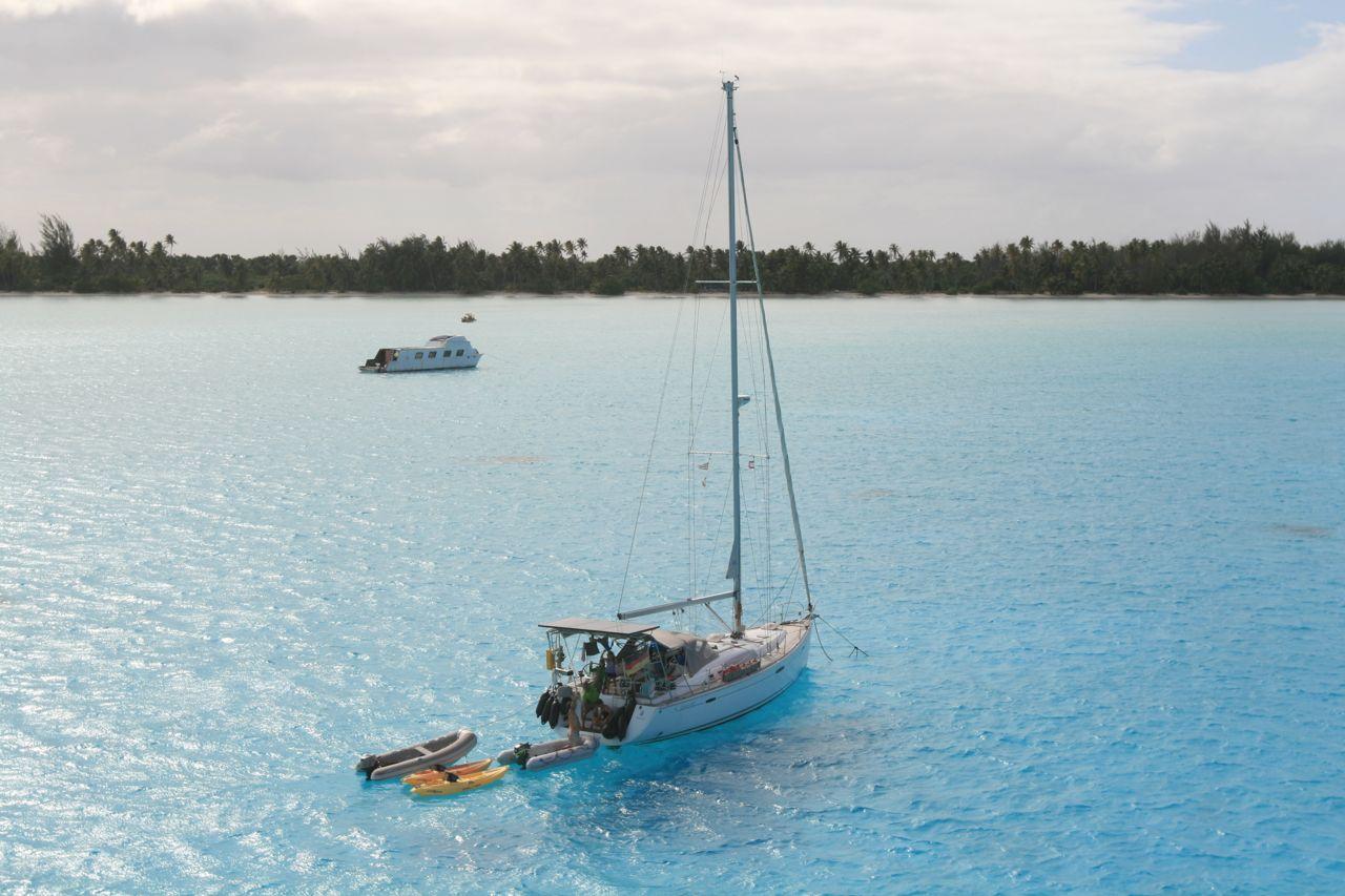 Die hapa na sasa vor Anker auf Bora Bora