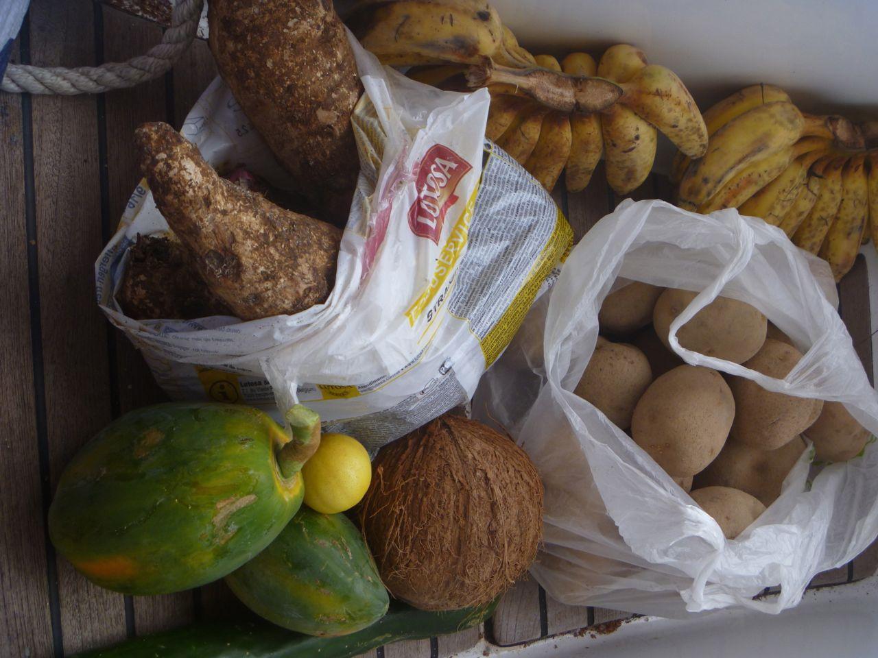Wir bekommen reichlich Proviant für unsere Weiterfahrt nach Tonga