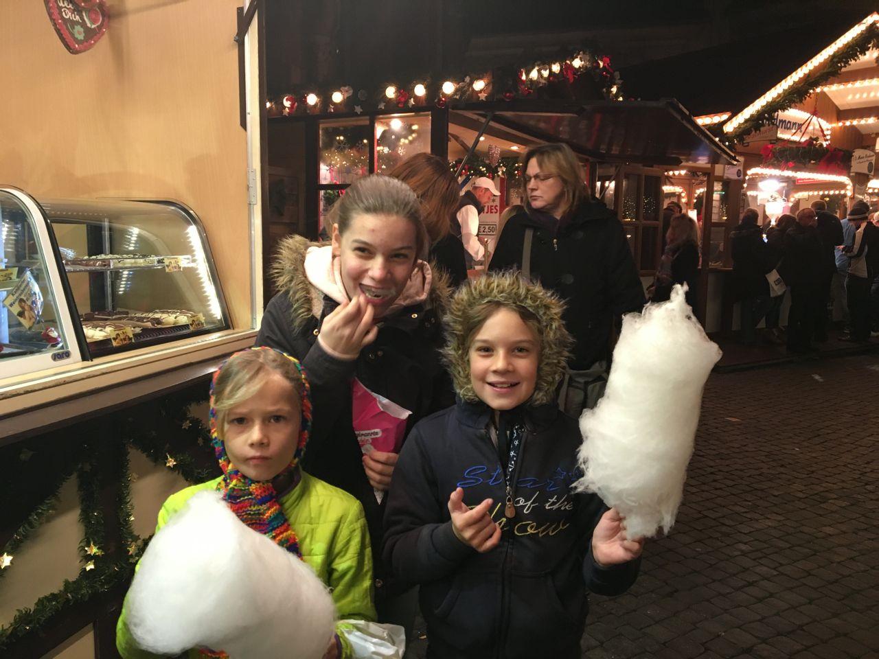 Ein intensiver Besuch auf dem Weihnachtsmarkt, mit allem was dazu gehört.