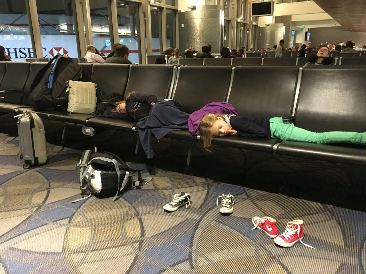 Kleines Schläfchen auf dem Flughafen in LA