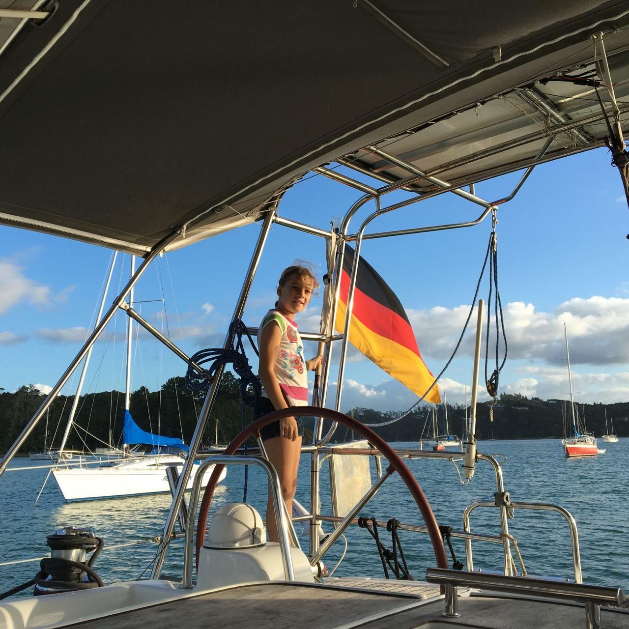 Unsere arg gebeutelte Deutschlandflagge wurde auf der hapa na sasa ersetzt.