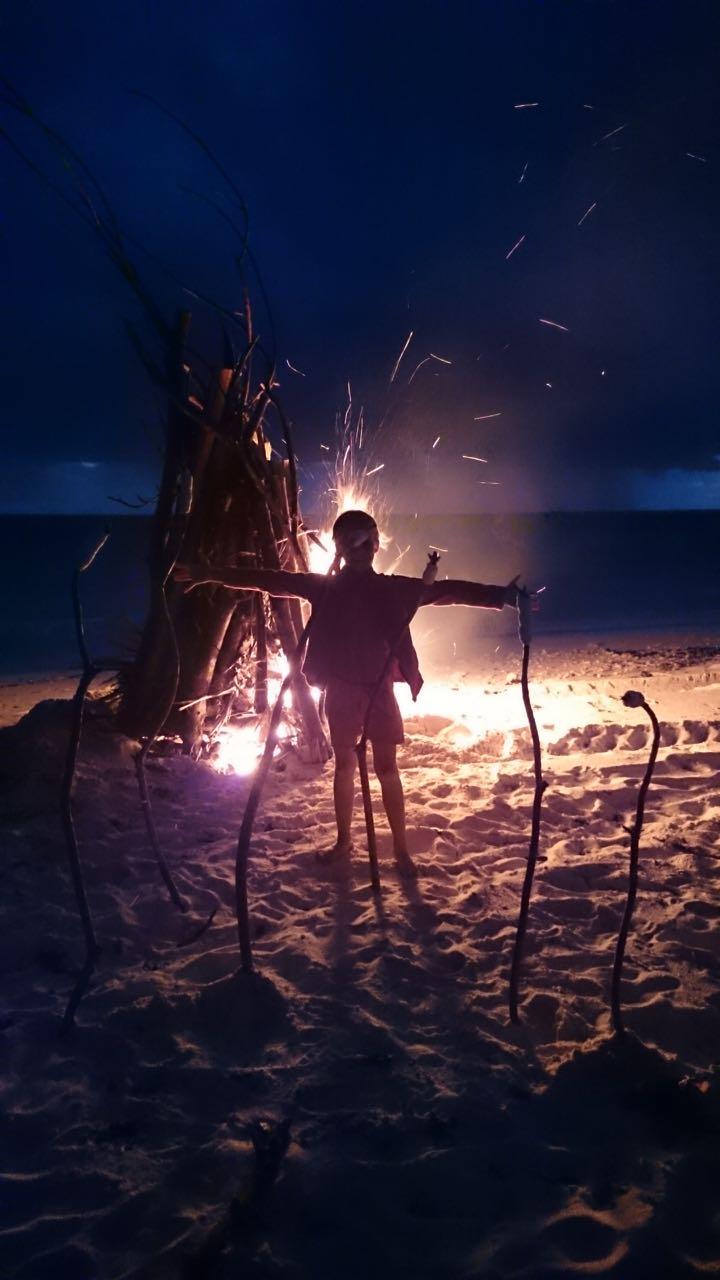 Paula vor dem Bonfire in Wailagilala
