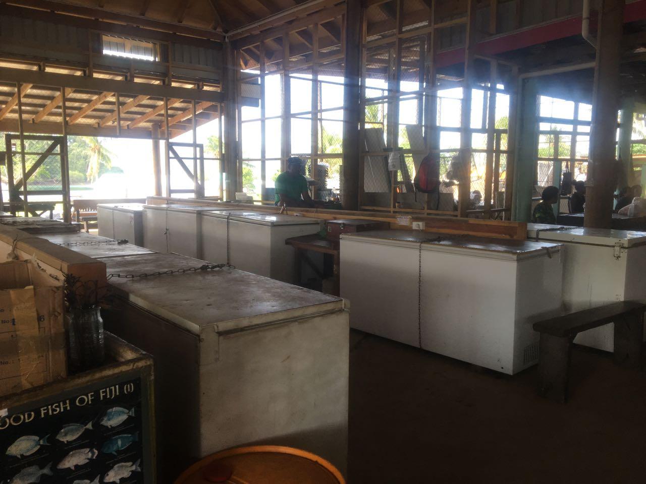 Kühltruhen auf dem Markt von Savusavu