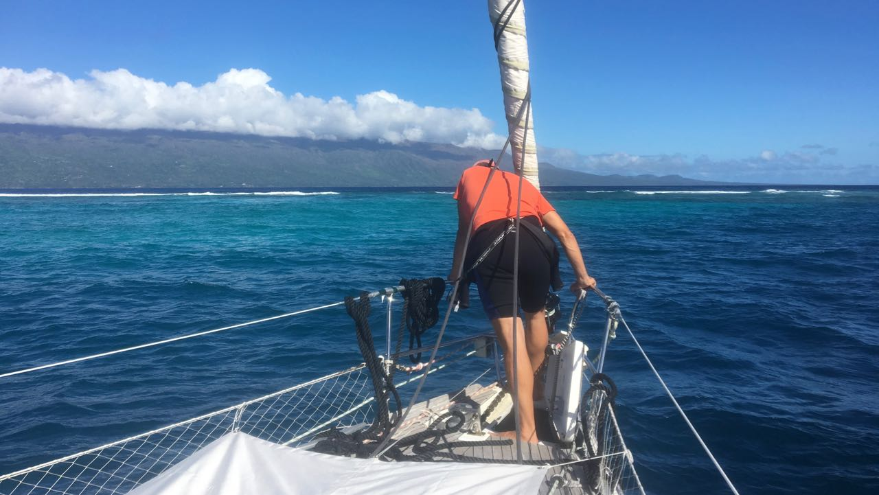 Die hapa na sasa geht direkt hinter dem Rainbow Reef vor Anker.