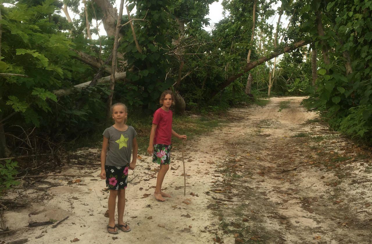 Wir folgen dieser Sandstrasse zum Camp auf Wailagilala
