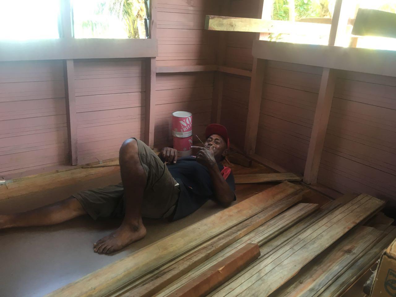 Dieser Fidschi erholt sich von der Arbeit