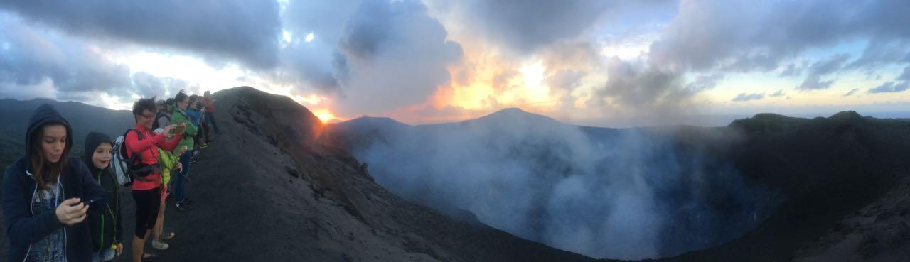 Unglaublich dieser Blick über den Krater vom Mount Yasur auf Tanna in Vanuatu