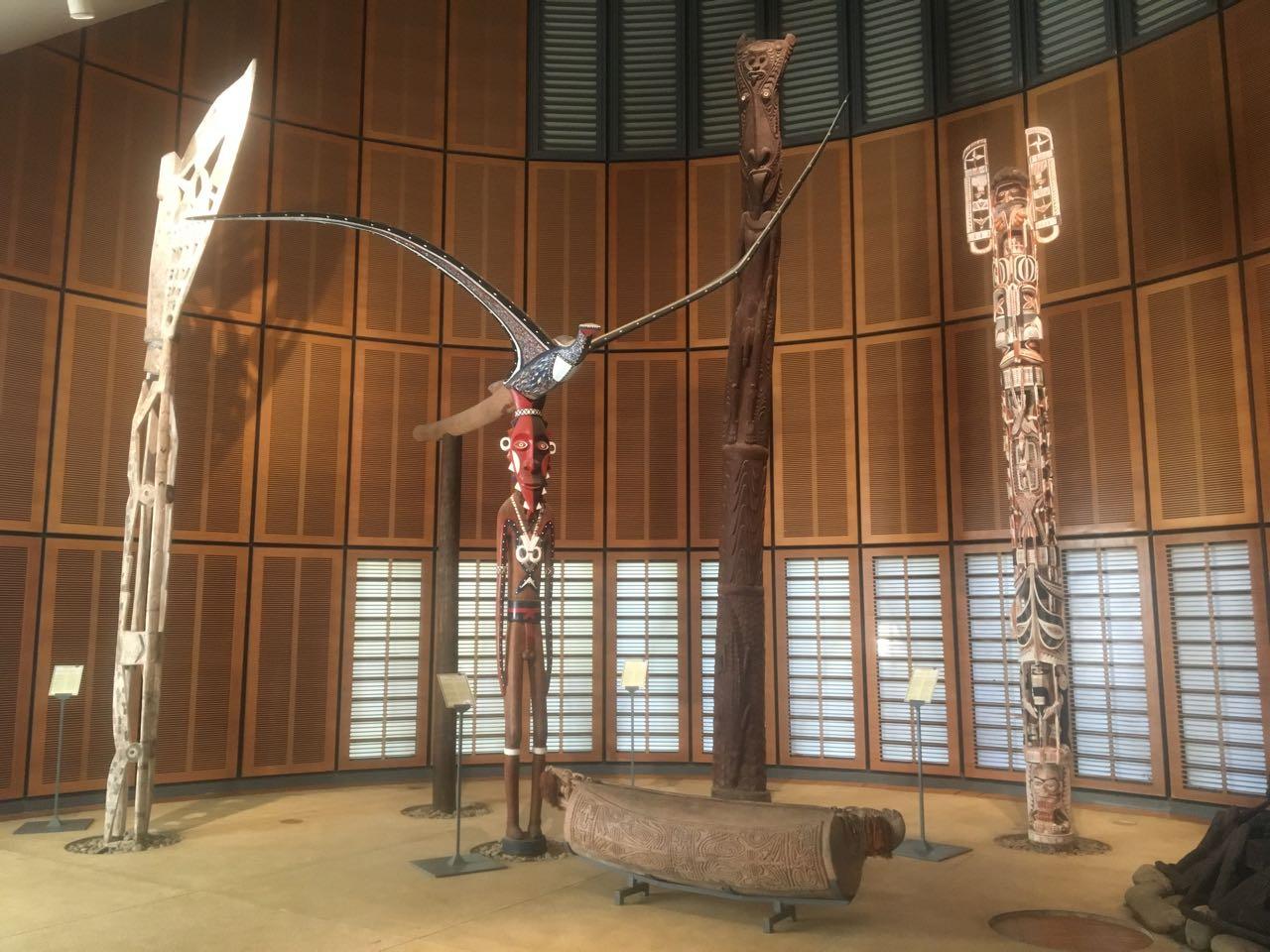 Artefakte der Kanaks im Centre Culturel Tijabou in Noumea