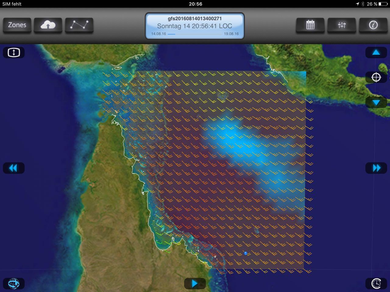 Die hapa na sasa käpft sich auf der Überfahrt nach Kupang durch heftiges Wetter