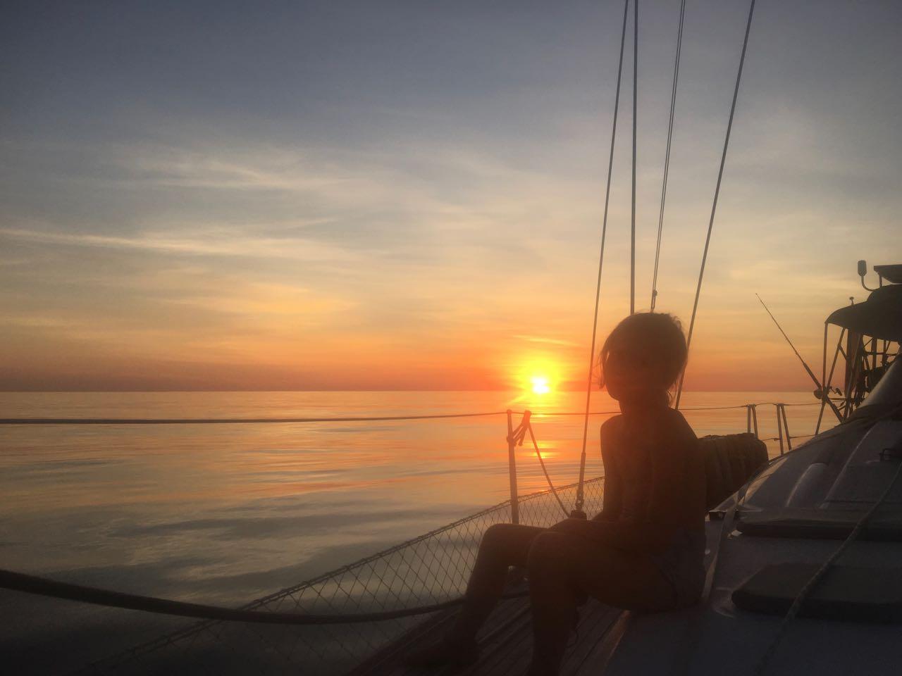 Sonnenuntergang, so wie er im Buche steht, hier in der Arafure See nördlich von Australien