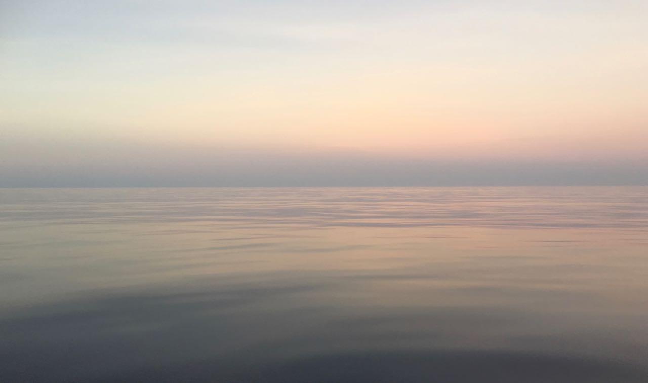 Die Arafura See ist glatt wie ein Spiegel