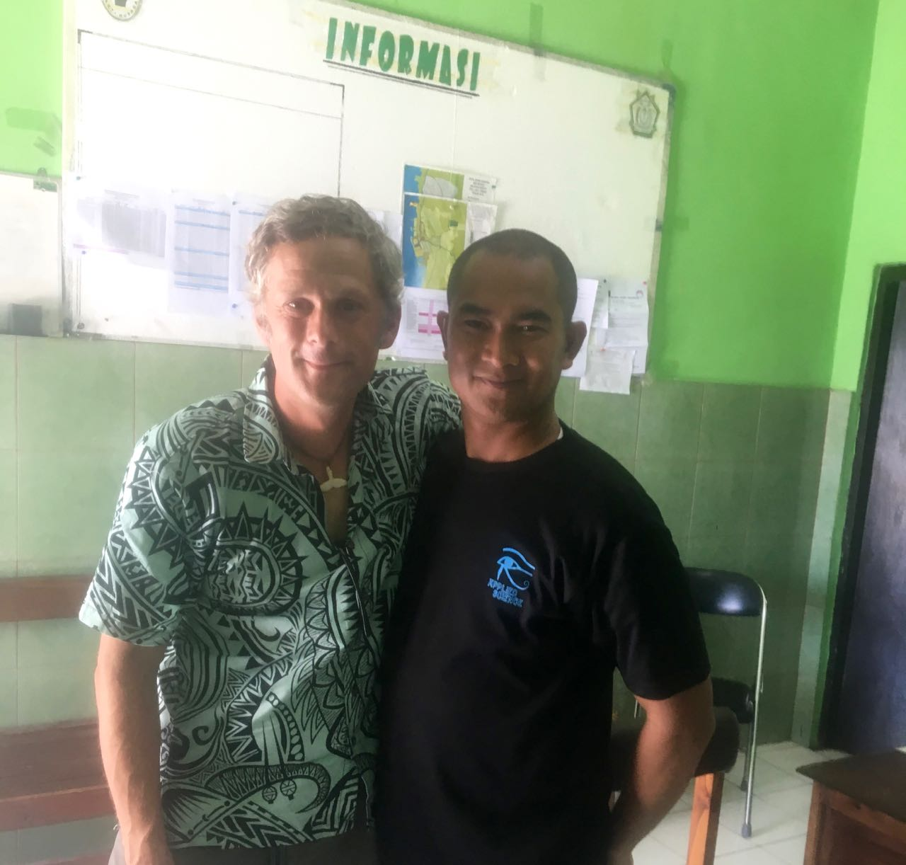 Der Quarantine Officer in Kupang Indonesien ist super freundlich und extrem entspannt