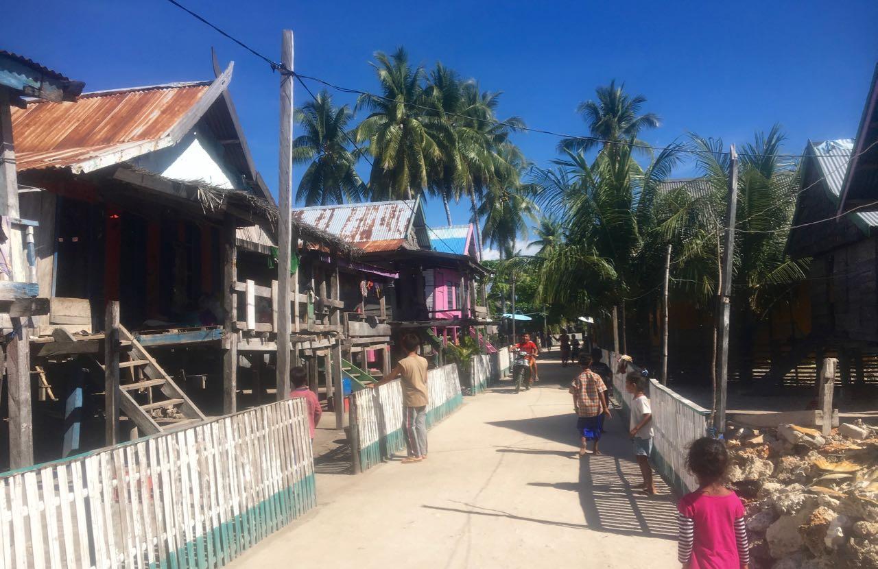 Karompa Lompo in indonesien ist ein kleines Dorf und hat selbst befestigte Wege
