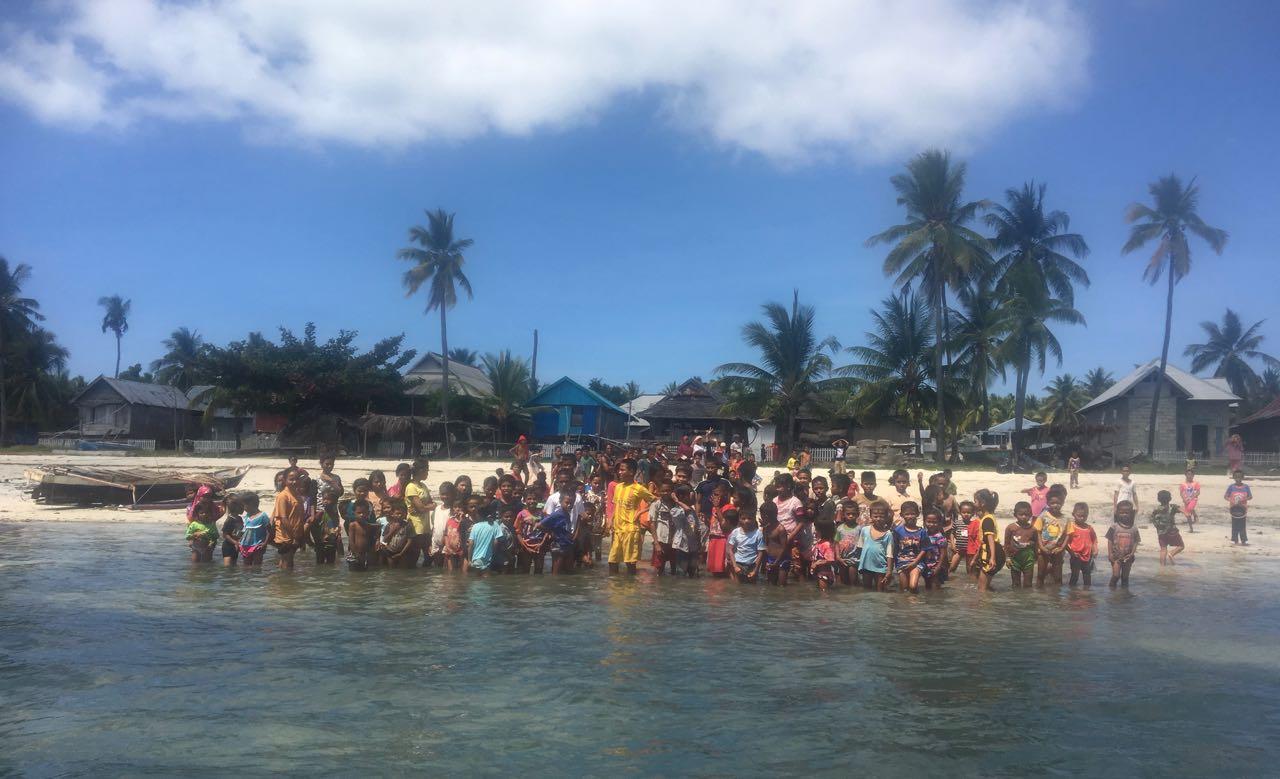 Die Bewohner von Karompa Lompo geben uns einen unvergesslichen Abschied