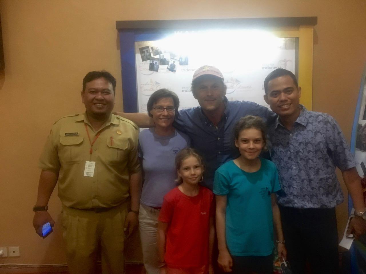 Ein Foto darf nicht fehlen, bevor wir das Kulturinstitu in Makassar verlassen